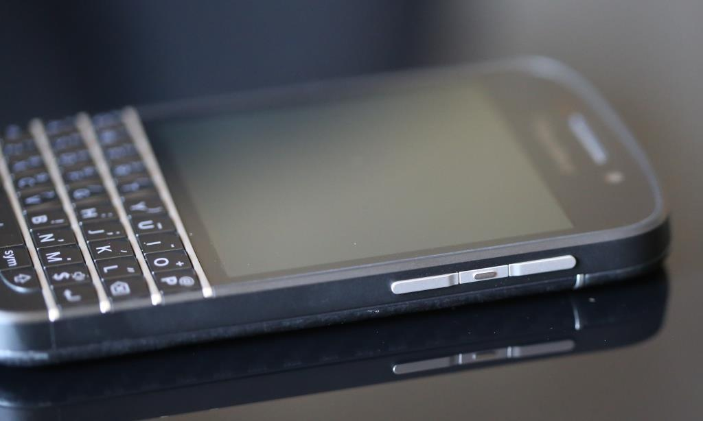 BlackBerry Q10 Right Side